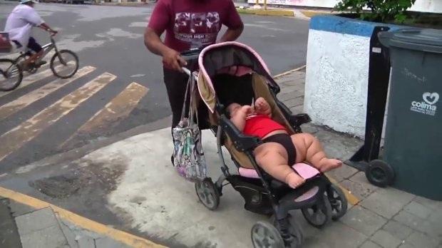 Sốc với em bé 10 tháng nặng ngang trẻ 9 tuổi - 2