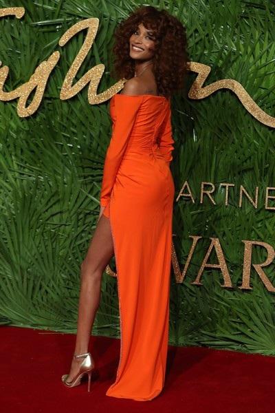 Rita Ora khoe ngực khủng trên thảm đỏ lễ trao giải thời trang - 24
