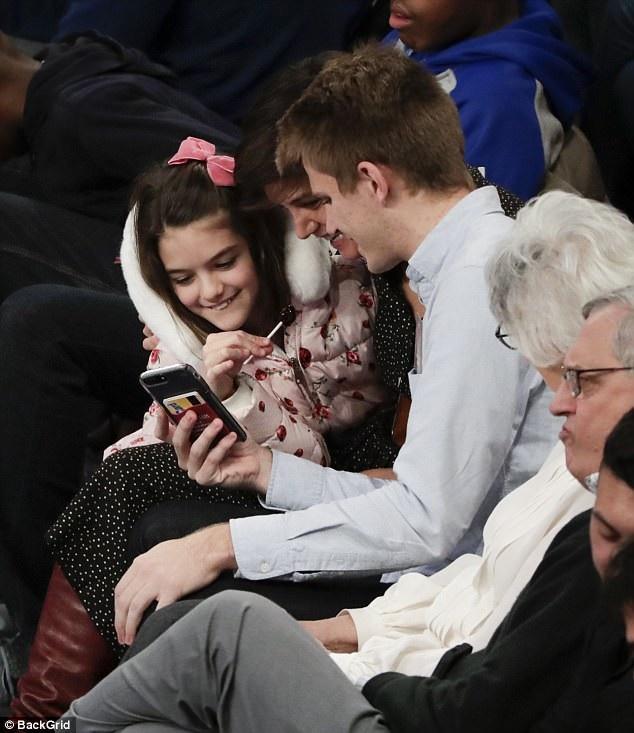 Vợ cũ Tom Cruise và con gái cưng ngồi ngay trên hàng ghế đâu