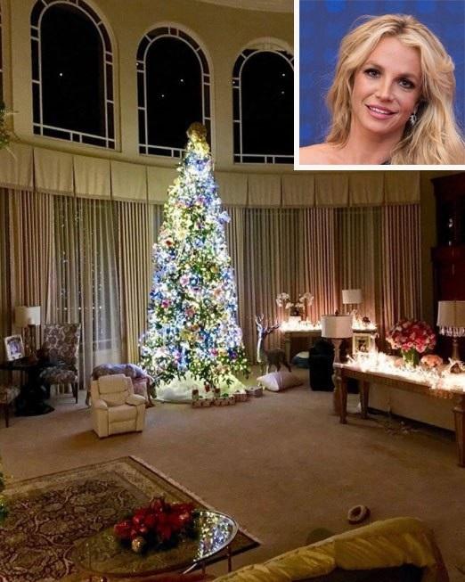 Cây thông trong phòng khách nhà Britney Spears