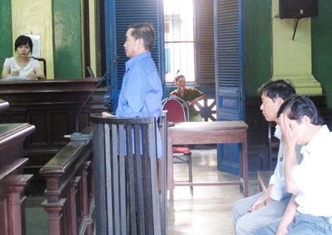 Bị cáo Được, Danh, Nghệ tại phiên tòa sơ thẩm lần 1.