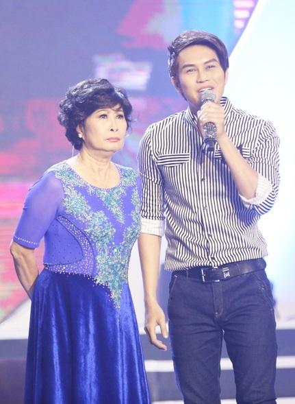 """Nghệ sĩ Kim Phương và con trai Tống Hạo Nhiên mang đến tiết mục """"Con vẫn chưa lớn"""", dựa trên câu chuyện có thật của hai mẹ con."""