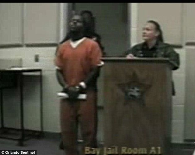 Văn phòng cảnh sát trưởng phát hiện Jenkins và Walker lần lượt ra khỏi tù trong ngày 27/9 và 8/10 năm 2013.