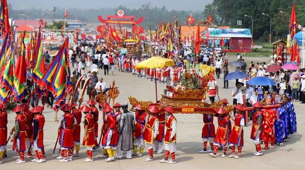 Cố gắng gắn bảo tồn, phát huy giá trị văn hóa truyền thống với ý nghĩa đích thực của lễ hội nhưng cũng trên cơ sở tổ chức phát triển kinh tế, Bộ trưởng Thiện mong muốn. Ảnh minh hoạ.