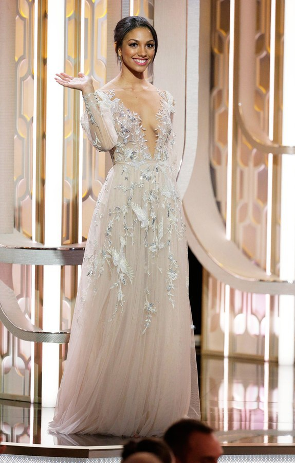 """Corinne Foxx (2016): Cô con gái 21 tuổi xinh đẹp mặn mà của nam diễn viên Jamie Foxx chính là nhân vật """"con sao"""" thu hút mọi sự quan tâm chú ý của lễ trao giải năm ngoái. Kể từ khi chính thức ra mắt Hollywood, Corinne cho biết nhờ danh hiệu Quý cô Quả Cầu Vàng, cô đã được các nhà thiết kế thời trang biết đến nhiều hơn và đã tìm thấy những cơ hội trong làng mốt."""