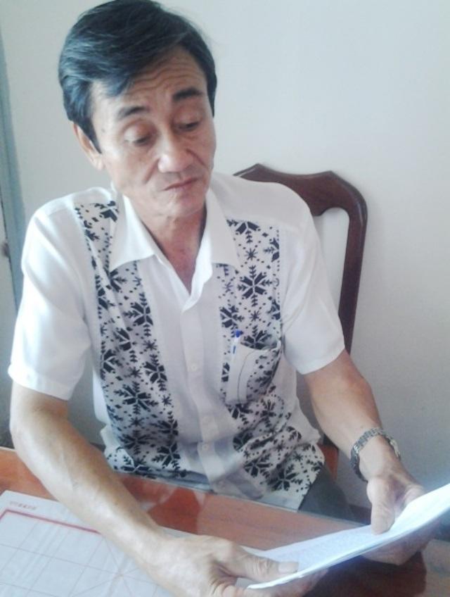 Ông Lê Hưởng đã đi đòi lại quyền lợi của mình khi chính quyền mượn đất hơn 17 năm qua nhưng vẫn không được giải quyết thỏa đáng.