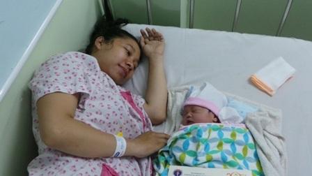 Niềm vui của những người mới thực hiện thiên chức làm mẹ tại bệnh viện Hùng Vương