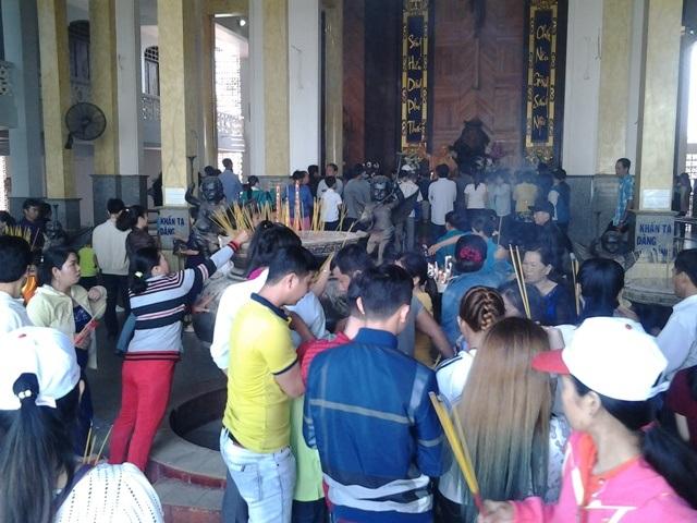 Hàng ngàn lượt người đổ về Thánh đường lớn nhất ĐBSCL du xuân đầu năm - 6