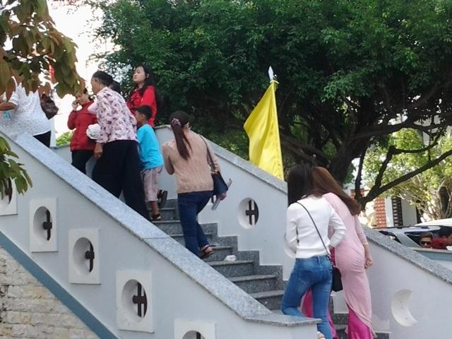 Hàng ngàn lượt người đổ về Thánh đường lớn nhất ĐBSCL du xuân đầu năm - 2