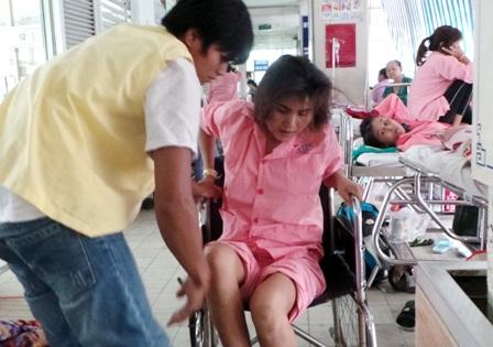 Lao cột sống chèn ép tủy khiến nửa cơ thể của người mẹ đã bị yếu liệt