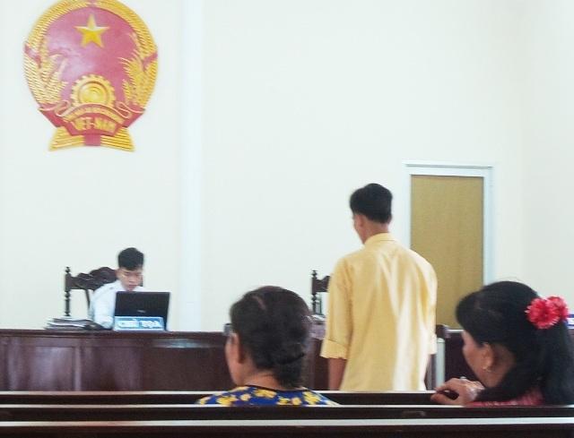 Phiên tòa xét xử Nguyễn Hoàng Huynh tội hiếp dâm.