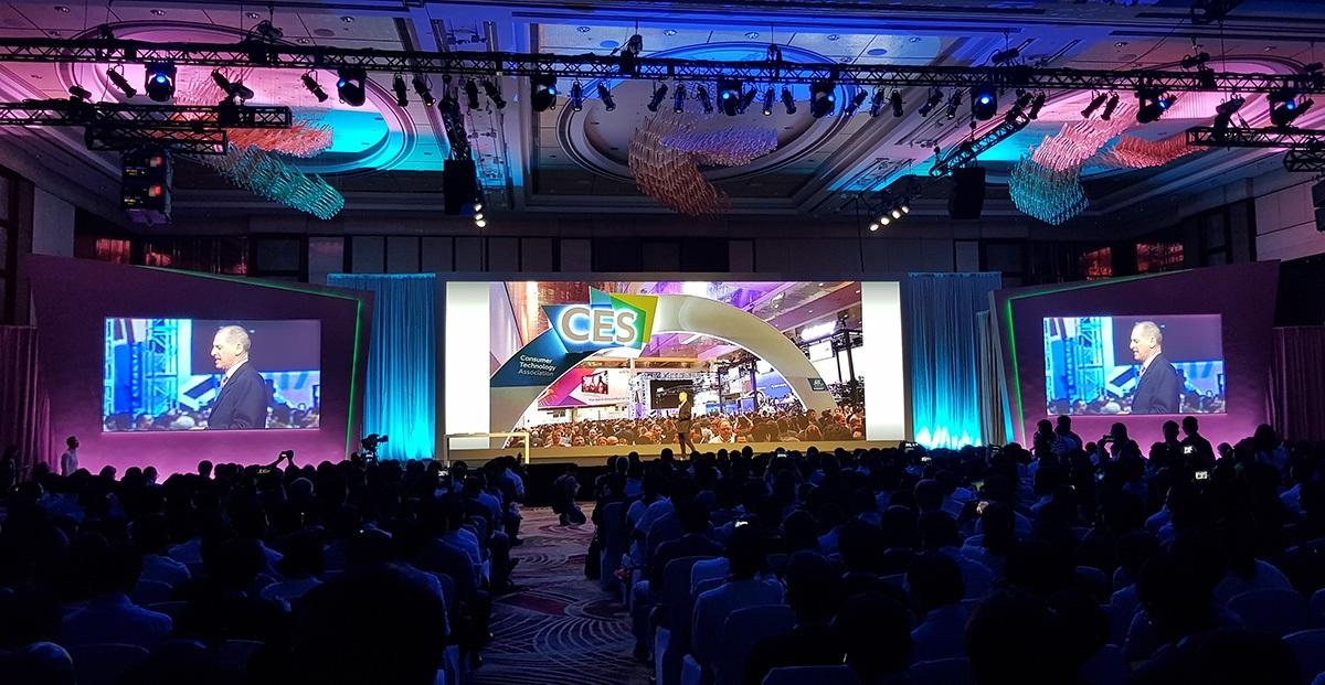 Hàng ngàn người quy tụ trải nghiệm công nghệ tại CES Asia 2017 - 1