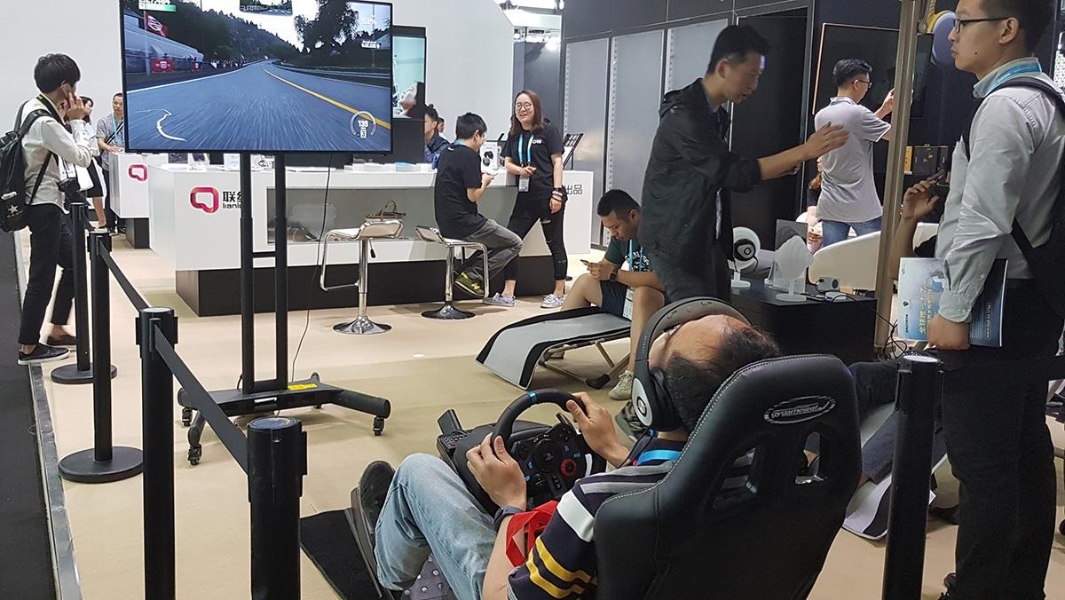 Hàng ngàn người quy tụ trải nghiệm công nghệ tại CES Asia 2017 - 9