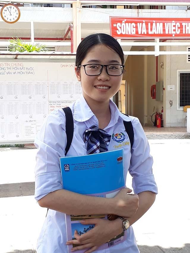 Em Nguyễn Ngọc Vân Thy cho biết, đề giáo dục công dân rất dễ. (Ảnh: Phạm Tâm)