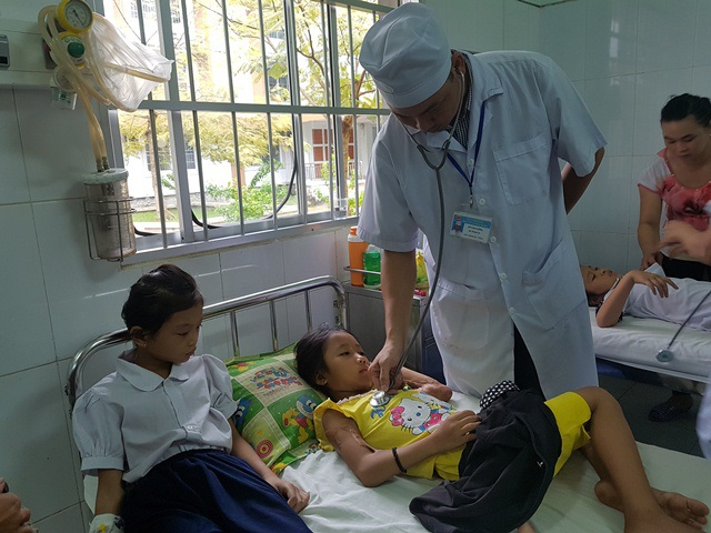 Các em học sinh phải nhập viện cấp cứu sau khi uống sữa
