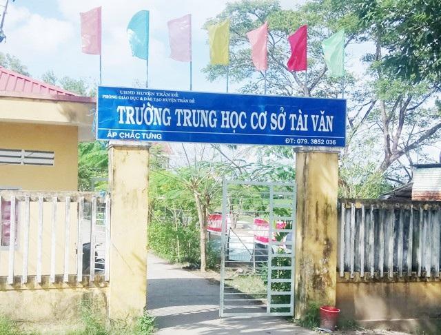 Trường THCS Tài Văn (xã Tài Văn, huyện Trần Đề, tỉnh Sóc Trăng) có 2 nữ giáo viên bị cắt lương tháng 11/2017 mà không rõ lý do.