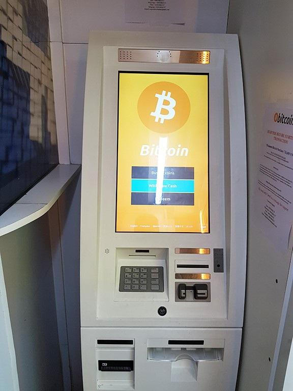 ATM Bitcoin cũng giống như ATM thông thường, khách chỉ cần gửi tiền vào sẽ tự động có Bitcoin đổ về ví.