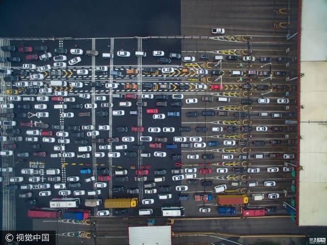"""""""Nghẹt thở"""" trước cảnh hàng trăm triệu người Trung Quốc cùng đổ xô đi du lịch - 9"""