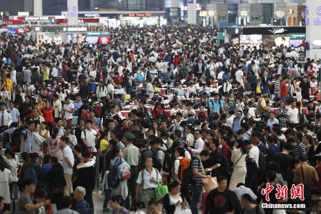 Do dịp nghỉ lễ Quốc khánh kéo dài nên nhiều người lao động ở thành phố muốn về quê nghỉ dưỡng hoặc đi du lịch