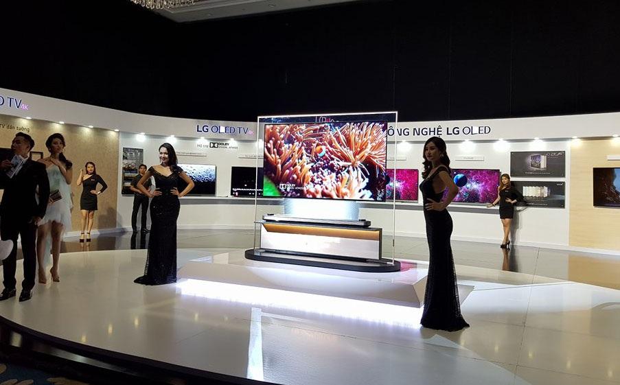 TV OLED siêu mỏng về VN với giá 650 triệu đồng - 1