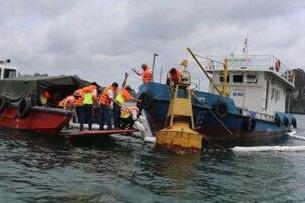 Lực lượng ứng cứu đã khống chế thành công sự cố tràn dầu ra Vịnh (ảnh N.T)