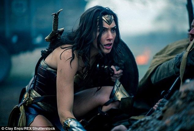 Mỹ nhân Wonder Woman nghẹt thở vì... phục trang bó sát - 7