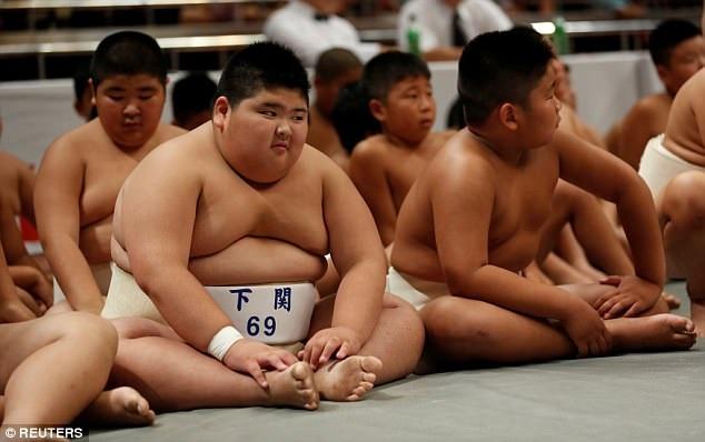 Những em nhỏ đạt thứ hạng cao tại những giải thiếu nhi như thế này nhiều khả năng sẽ theo đuổi sự nghiệp của võ sĩ sumo chuyên nghiệp. (Ảnh: Reuters)