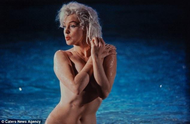 Marilyn Monroe và những đường cong trứ danh.