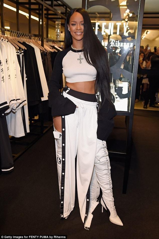 Rihanna biến hóa phong cách rất đa dạng.