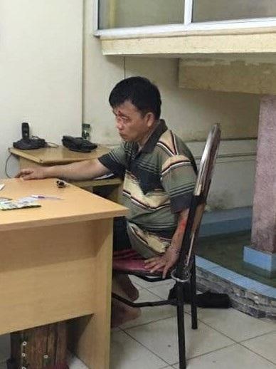 Gã đạo chích tại cơ quan công an (ảnh CTV)