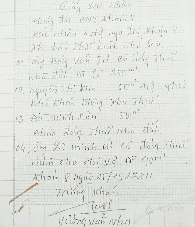 Giấy xác nhận của ông Vương Văn Nhu cho biết có một số người đóng thuế nhà đất đối với phần đất đang tranh chấp của bà Thấm. Trong đó có cả người thân của cán bộ lãnh đạo huyện Thới Bình.