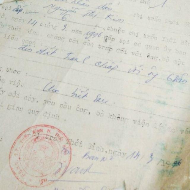 Theo hồ sơ, từ năm 1996, tranh chấp giữa phía bà Lê Hồng Thấm và phía thân tộc người bán đất đã được đưa ra chính quyền địa phương.