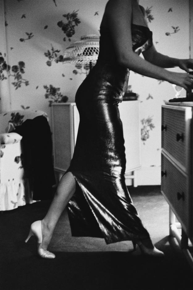 Nàng hối hả chuẩn bị sẵn sàng trong phòng khách sạn nhỏ xinh. Thời này, mới chuyển tới New York, mọi sinh hoạt của nàng còn khó khăn. Thời gian đầu, nàng chủ yếu lưu lại trong khách sạn.