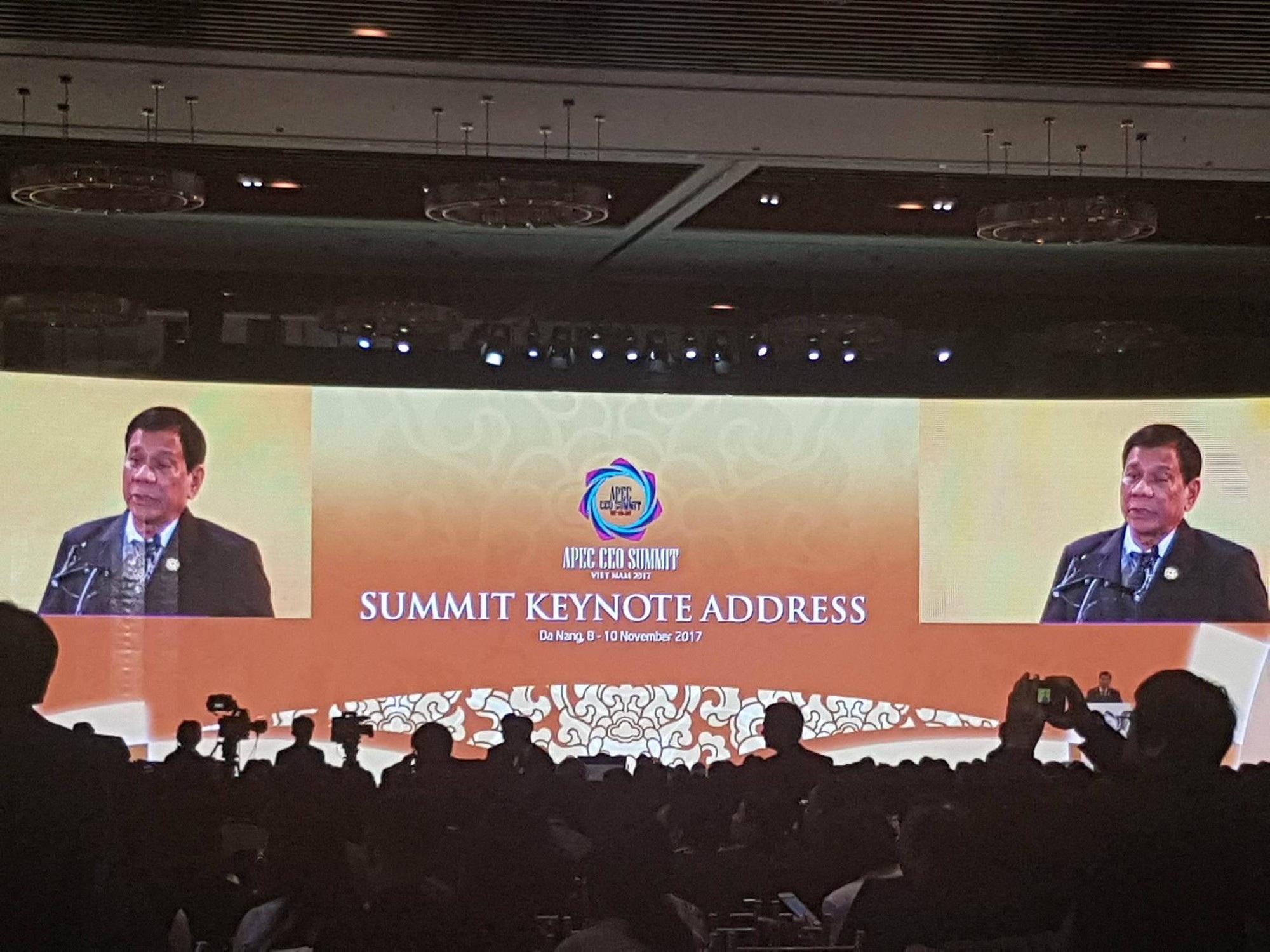 Tổng thống Duterte phát biểu tại APEC CEO Summit 2017.