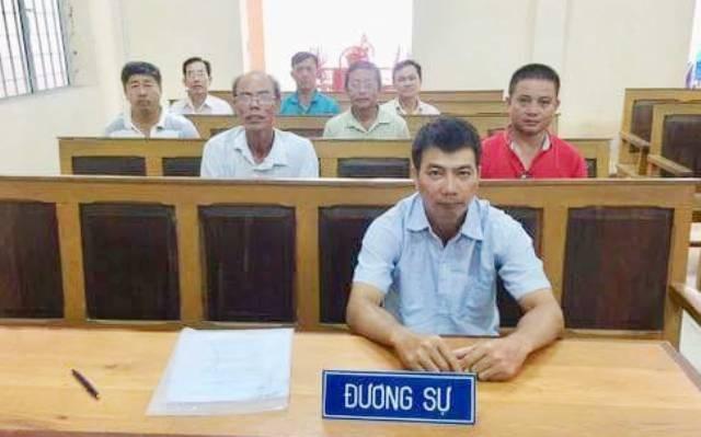 Các công nhân tại phiên tòa phúc thẩm. Phiên tòa này, các công nhân đã thắng kiện Cty Cấp nước Cà Mau.