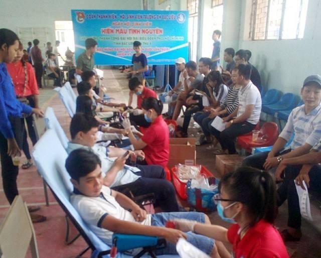 Buổi hiến máu diễn ra trong không khí sôi nổi, hướng đến chào mừng Đại hội Đoàn thanh niên toàn quốc.