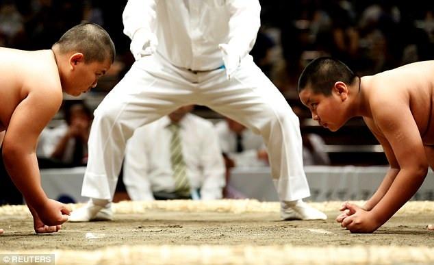 Mỗi khi một cuộc thi đấu sumo được mở ra, luôn có rất đông võ sĩ đăng ký tham dự. (Ảnh: Reuters)