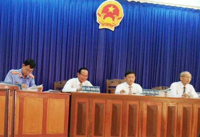 Phiên tòa sơ thẩm tại TAND huyện Thới Bình, HĐXX do thẩm phán Võ Quốc Văn làm Chủ tọa.