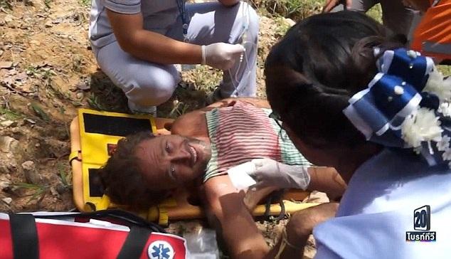 Một đoạn video clip ghi lại quá trình cứu hộ đã cho thấy Paul bật khóc vì đau đớn trước khi được giải cứu khỏi tình trạng mắc kẹt.
