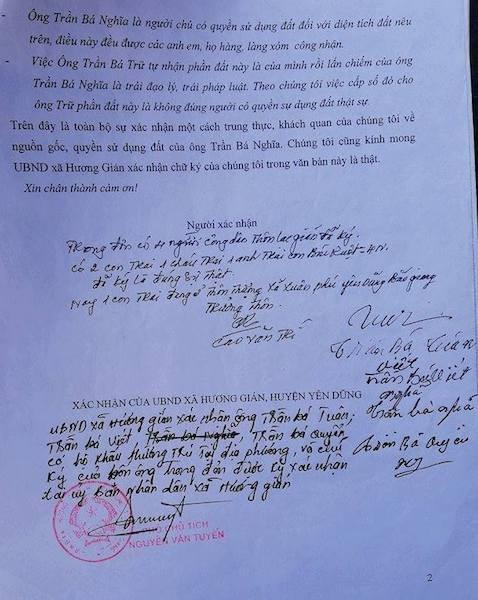 Nhiều người dân xác nhận nguồn gốc đất cho ông Trần Bá Nghĩa.