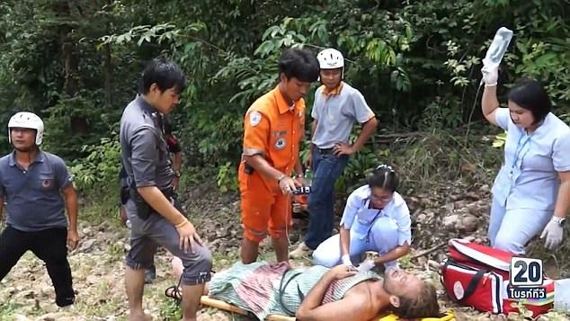 Nam diễn viên nhanh chóng được đưa tới bệnh viện cấp cứu trong ngày thứ 2 vừa qua sau 3 ngày nhà chức trách cử người tích cực tìm kiếm trong rừng.