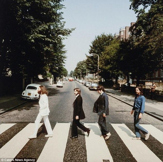 """Những bức ảnh được chụp trong buổi chụp hình chóng vánh này sau đó đã được sử dụng làm ảnh bìa cho album cuối cùng của nhóm - """"Abbey Road""""."""