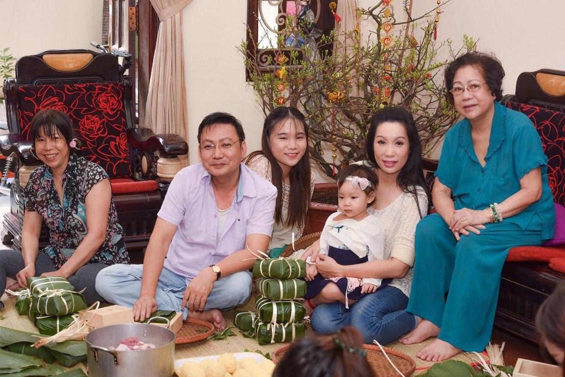 Vị khách đặc biệt của gia đình Á hậu Trịnh Kim Chi trong ngày cuối năm - Ảnh 6.