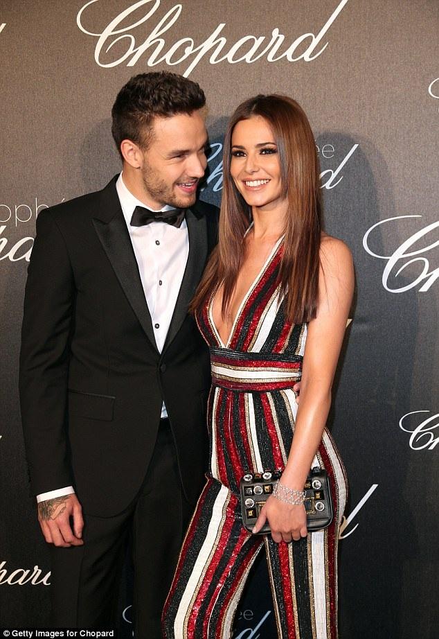 Nam ca sĩ Liam Payne, cựu thành viên nhóm nhạc One Direction, cho biết bạn gái của anh - Cheryl không muốn nghe về khoảng cách lứa tuổi giữa hai người và rất dễ bị tự ái khi bị đùa tếu về việc Liam kém cô tới 10 tuổi.
