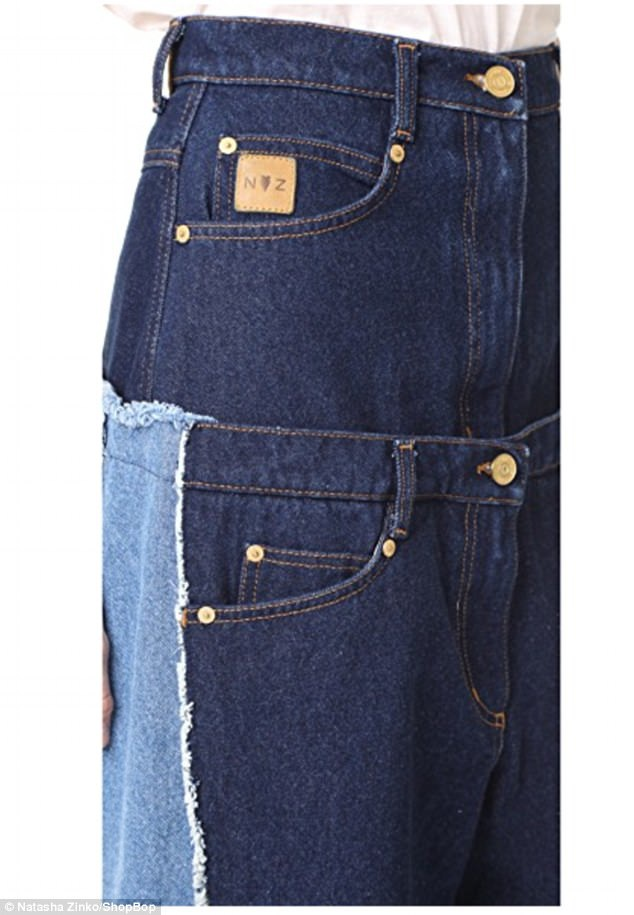 "Mẫu quần jeans ""kép"" cạp cao này có những dải sọc khác màu ở hai bên ống quần, tổng cộng chiếc quần có 7 túi và 2 cạp."