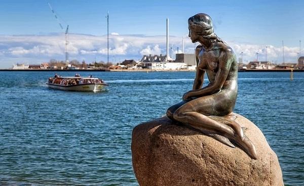 Facebook cũng từng nhầm lẫn khi chặn hình ảnh bức tượng Nàng tiên cá Copenhagen tại thủ đô của Đan Mạch