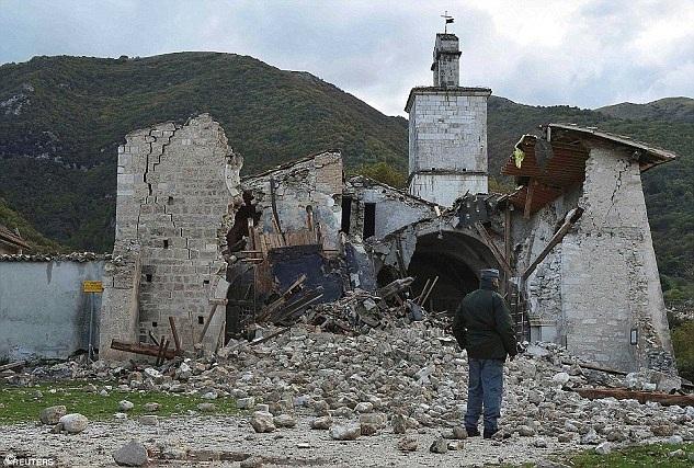 Những lo ngại đối với tượng David đã gia tăng sau khi những trận động đất xảy đến ở miền trung nước Ý hồi tháng 8 vừa qua khiến nhiều tòa nhà, tượng đài và hiện vật cổ có từ thời Phục hưng bị sụp đổ.