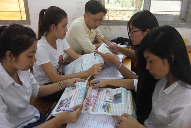 Con em đồng bào dân tộc Khmer được nghiên cứu sâu ngôn ngữ của dân tộc mình