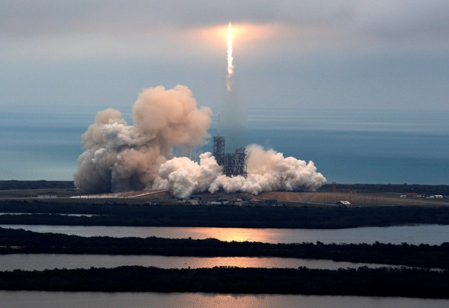Phóng thành công tên lửa tái sử dụng, Elon Musk ghi tên mình vào lịch sử nhân loại - 3