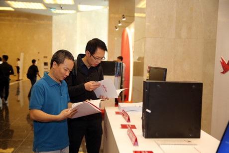 Fujitsu trong năm 2017 sẽ tập trung phát triển kinh doanh các sản phẩm phần cứng bao gồm thiết bị lưu trữ, máy chủ, các sản phẩm máy tính để bàn, máy tính xách tay, máy in, máy scan...